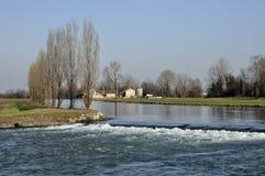 Queda do canal de Muzza no inverno fotos de stock royalty free