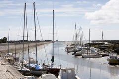 Queda dos barcos seca na maré baixa em Noirmoutier Fotografia de Stock Royalty Free