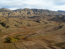 Queda nas montanhas orientais de Afeganistão imagem de stock