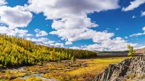 Queda nas montanhas Panorama da paisagem vídeos de arquivo
