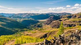Queda nas montanhas Panorama da paisagem filme