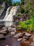 Quedas altas do rio do batismo no parque estadual 5 de Tettegouche imagem de stock