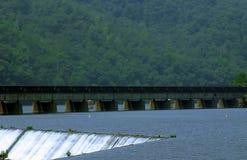 Quedas da energia hidráulica Fotos de Stock Royalty Free