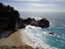 Quedas de McWay da costa de Califórnia Fotografia de Stock