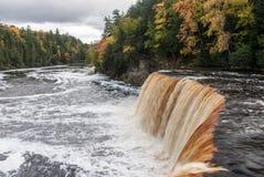 Quedas de Tahquamenon e o rio no outono, Michigan de Tahquamenon, EUA Imagens de Stock