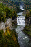 Quedas e garganta do meio no parque estadual de Letchworth - cachoeira e queda/Autumn Colors - New York Fotos de Stock Royalty Free