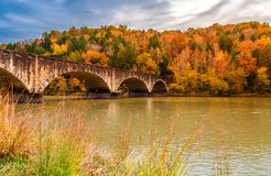 Quedas memoráveis de Cumberland da ponte de Gatliff fotografia de stock royalty free