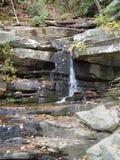 Quedas na rocha de suspensão Imagem de Stock