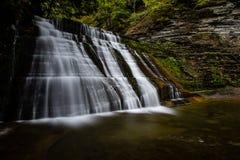 Quedas superiores - parque estadual de Stony Brook - cachoeiras longas da exposição - New York fotos de stock