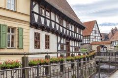 Quedlinburg/Duitsland halveert betimmerde huizen Stock Foto's