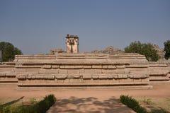 Queen& x27; подвал дворца s около лотоса Mahal, Hampi, Karnataka Стоковые Изображения