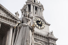 Queen Anne at west of St Pauls cathedral Stock Images