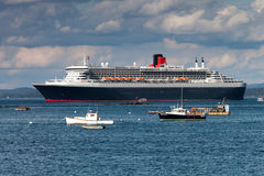Queen Mary 2 voering in de Haven van de Staaf, Maine, de V.S. Stock Fotografie