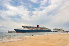 Queen Mary 2 accouplé dans le port Image libre de droits