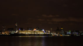 Queen Mary 2 ancorato sul lungomare di Liverpool Fotografia Stock