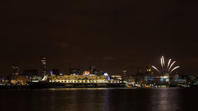 Queen Mary 2 Berthed na Liverpool nabrzeżu Obrazy Royalty Free