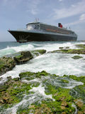 Queen Mary 2 in Curacao Royalty Free Stock Photography