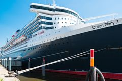 Queen Mary 2 - de luxueuze cruisevoering in Hamburg Royalty-vrije Stock Fotografie