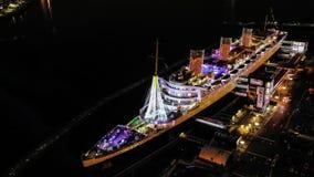 Queen Mary historique d'en haut la nuit images stock