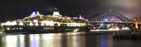 Queen Mary 2 i Sydney, Australien Royaltyfri Fotografi