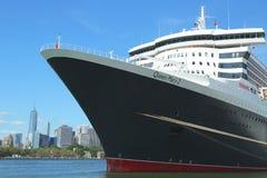 Queen Mary 2 kryssningskepp som anslutas i Brooklyn Fotografering för Bildbyråer