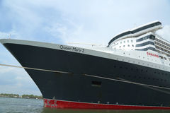 Queen Mary 2 kryssningskepp som anslutas på den Brooklyn kryssningterminalen Arkivfoto