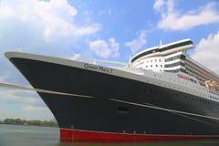Queen Mary 2 kryssningskepp som anslutas på den Brooklyn kryssningterminalen Royaltyfria Foton