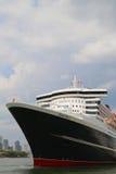Queen Mary 2 kryssningskepp som anslutas på den Brooklyn kryssningterminalen Arkivbild