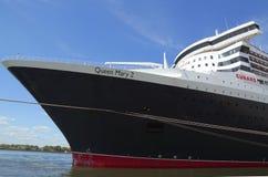 Queen Mary 2 kryssningskepp som anslutas på den Brooklyn kryssningterminalen Royaltyfri Foto