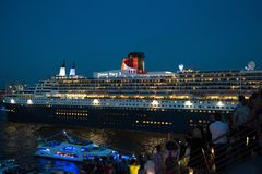 Queen Mary 2 - luxurious cruise liner Stock Images