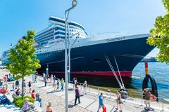 Queen Mary 2 - the luxurious cruise liner in Hamburg. Hamburg, Germany - August 19, 2014: Queen Mary 2, the luxurious Cunard Liner is visiting Hamburg for 10 Stock Photo