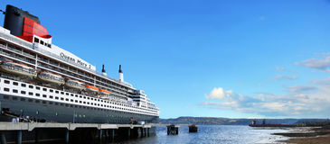 Queen Mary 2 skepp i LaBaie Royaltyfri Fotografi