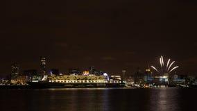 Queen Mary 2 som förtöjas på den Liverpool stranden Royaltyfria Bilder