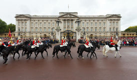 Queen's Royal Horse Guards ride past Buckingham Palace Royalty Free Stock Photos