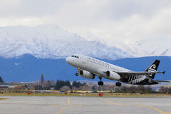 QUEEN TOWN NEWE ZEALAND-SEPTEMBER 6: air new zealand plane take Royalty Free Stock Images