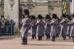Queen&#x27 ; garde de s - Buckingham Palace - Londres - R-U Photos stock