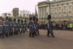 Queen' s卫兵-白金汉宫-伦敦-英国 库存照片