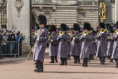 Queen' s-Schutz - Buckingham Palace - London - Großbritannien Stockfotos
