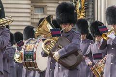 Queen' s Wacht - Buckingham Palace - Londen - het UK Royalty-vrije Stock Afbeelding