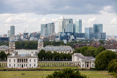 Queens House with the skyline of Canary Wharf Stock Photos