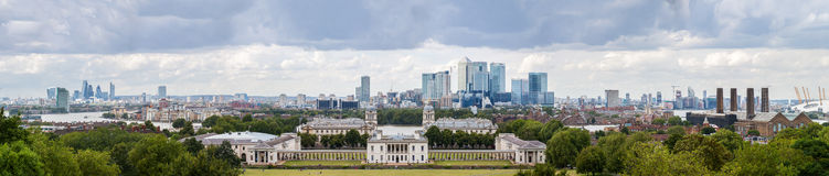 Queens House with the skyline of Canary Wharf Stock Photography
