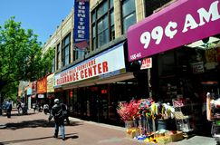 Queens, NY : Boutiques sur l'avenue de la Jamaïque Images stock