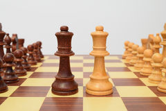 Queens przy centrum chessboard Zdjęcia Royalty Free