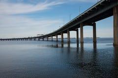 Queens se reliant de pont de cou de Throgs au Bronx dans ci de New York Images stock