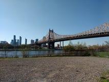 Queensboro Bridge von Roosevelt Island, von Ed Koch Queensboro Bridge oder von der 59. Straßen-Brücke, NYC, NY, USA Lizenzfreie Stockfotografie
