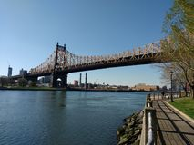 Queensboro Bridge von Roosevelt Island, NYC, NY, USA Lizenzfreie Stockfotografie