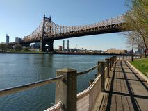 Queensboro Bridge von Roosevelt Island, NYC, NY, USA Lizenzfreie Stockbilder