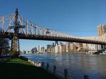 Queensboro bro, Roosevelt Island Tramway, NYC, NY, USA Royaltyfri Bild