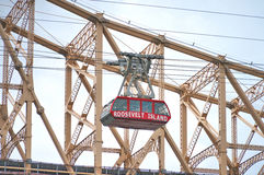 Queensborough桥梁在有纽约地平线的曼哈顿中城在East河 库存照片