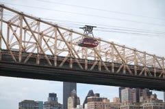 Queensborough bro i midtownen Manhattan med New York City horisont över East River Arkivfoto